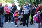 Tisíce dětí na Boleslavsku v pondělí poprvé zasedly ve školních lavicích.