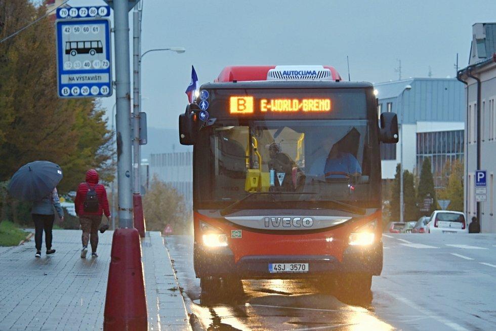 Významný den také symbolizovaly vlaječky umístěné na autobusech dopravního podniku města Mladá Boleslav.