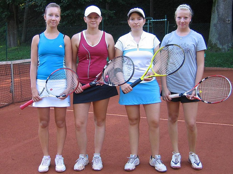 Semifinalistky dvouhry celostátního tenisového turnaje v Mladé Boleslavi (zleva) Eva Plevová, Klára Vtelenská, Lenka Brůchová a Tereza Pilzová