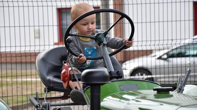 Výstava historických traktorů.