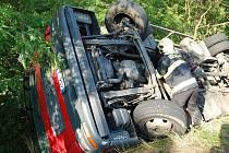 Nehoda nákladního auto u Debře.
