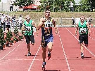 Boleslavský Martin Vinš (č. 307) vyhrál s převahopu běh na 400 metrů.