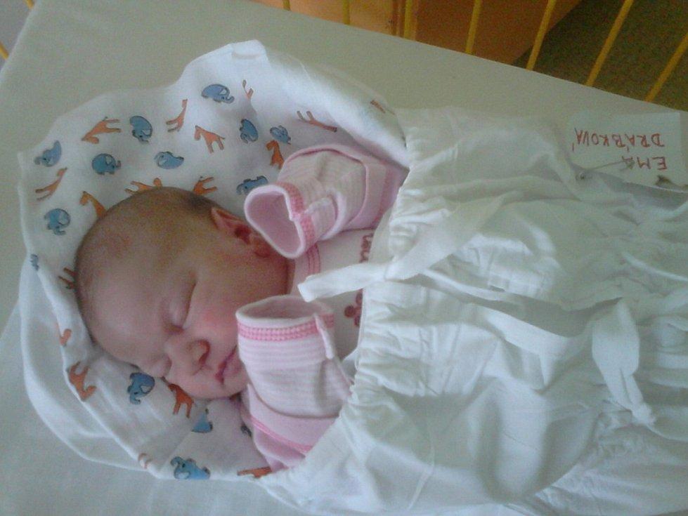 EMA Drábková se narodila 13. února, vážila 3.16 kg a měřila 46 cm. Rodiče Dana a Jiří si ji odvezli domů do Kláštera Hradiště.
