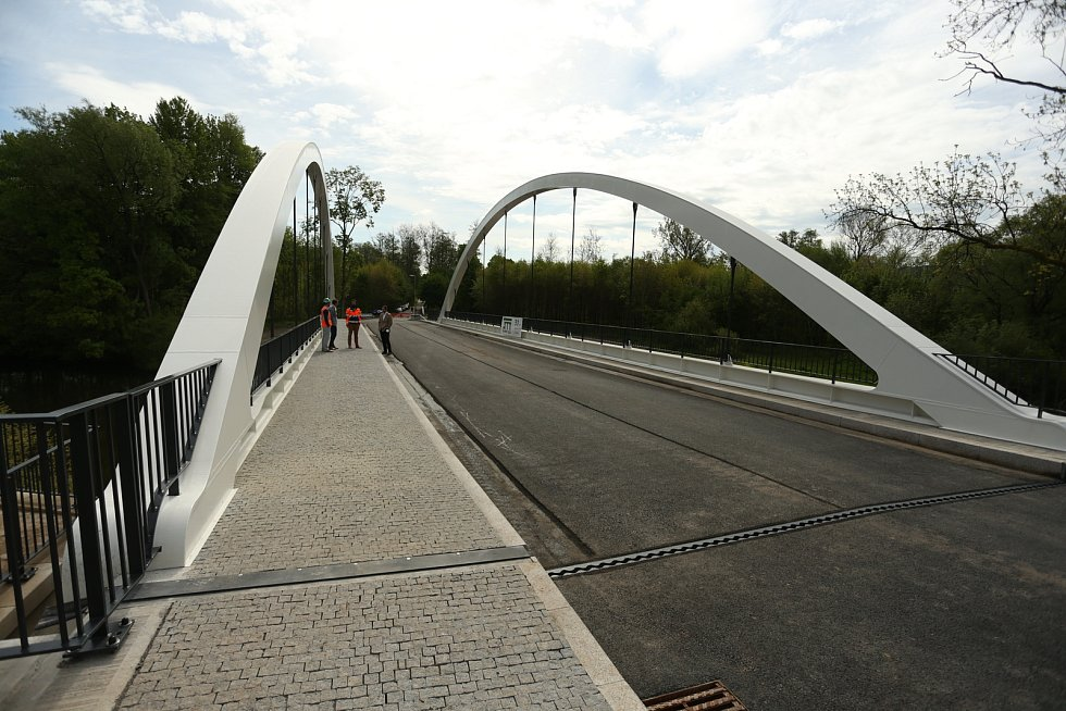 Nový most byl uveden do provozu v Loukově u Mnichova Hradiště v pátek 21. května 2021.