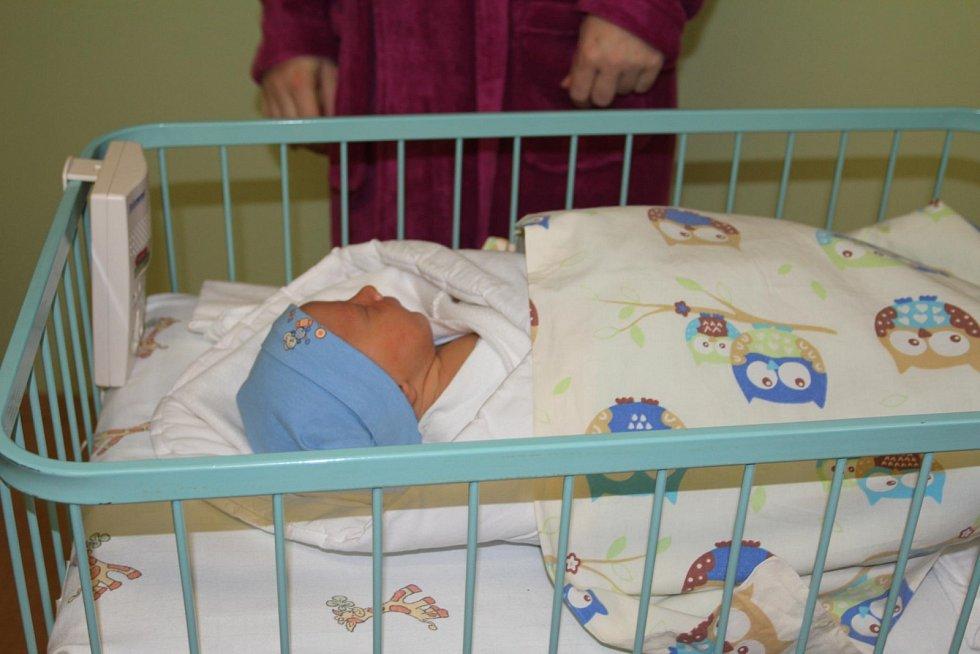 Prvním středočeským miminkem roku 2018 se stal chlapeček Kryštof, který se narodil čtyři minuty po půlnoci Lence Kneblové z Jiviny u Mnichova Hradiště. Chlapeček váží 3 940 gramů a měří 52 centimetrů.