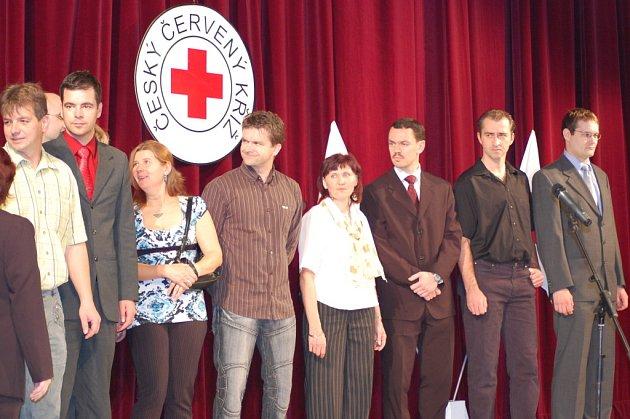 Zasloužilí dárci krve převzali v divadle ocenění své bohulibé činnosti.