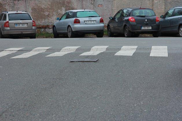 Na začátku Dvořákovy ulice čeká na řidiče nástraha