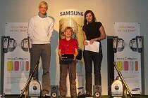 Christian Horák (uprostřed) senzačně vyhrál druhý podnik Samsung Indoor Tour