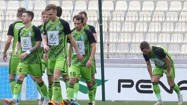 Dominik Hašek (vpředu)