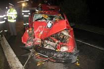 Zfetovaný řidič chtěl ujet policistům, vyboural se