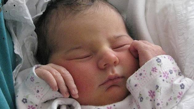Eliška Grohová přibyla 1. prosince do rodiny Šárky a Jiřího z Milovic. Jejich prvorozené miminko vážilo 3,45 kg a měřilo 52 cm.