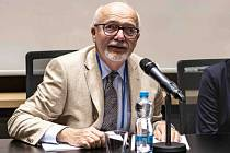 Profesor Jan Lébl je přednostou pediatrické klinky 2. LF a FN Motol.
