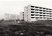Panelové domy v Lidické ulici při výstavbě v 70. letech.