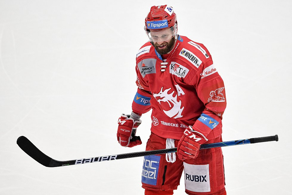 Semifinále play off hokejové Tipsport extraligy - 7. zápas: HC Oceláři Třinec - BK Mladá Boleslav, 15. dubna 2021 v Třinci. Martin Růžička z Třince oslavuje gól.