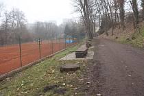 Kurty v Mladé Boleslavi zejí prázdnotou. Ani sem nesmí sportovci.