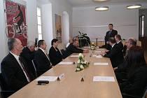 Zástupci automobilky Škoda a boleslavských škol podepsali darovací smlouvy.