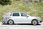 Maskovaná Škoda Octavia při testech v Rakousku.