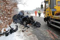 Vážná nehoda osobního auta a sypače u Prodašic.