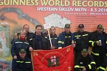 Dobrovolní hasiči z Hlavence stáli u zrodu světého rekordu.