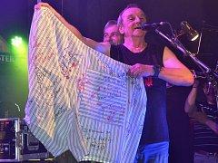 Z koncertu kapely Diskant v mnichovohradišťském klubu Rock Posilovna.