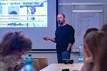 Přednášel Jan Hovorka z Přírodovědecké fakulty UK.