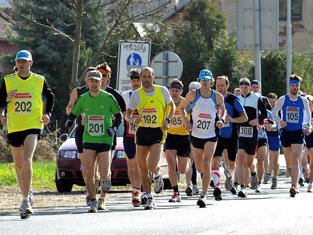 Bakovský půlmaraton odstartoval z bakovského náměstí v sobotu o desáté.
