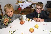 NA VÁNOČNÍ ozdoby před lety stačily bylinky, jablka a také kynuté těsto.