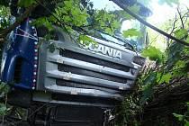 Dramatická nehoda na R10 jen náhodou neskončila smrtí.