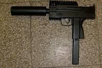 Kuličková pistole, kterou děti střílely na autobus i chodce.