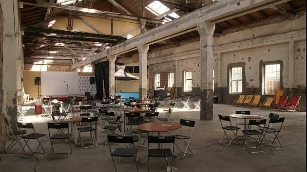 Stará tovární hala za střední průmyslovou školou našla nové využití.