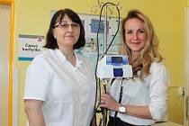 Kapka naděje předala Klaudiánově nemocnici v Mladé Boleslavi přístroj na dětské oddělení.