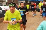 Vytrvalostní rekreační běžec Dalibor Kolář (vlevo).
