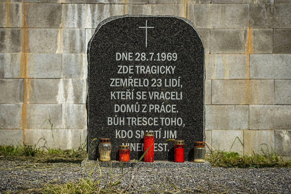 V pondělí 28. července 1969 se na přejezdu v Bezděčíně u Mladé Boleslavi srazil autobus s vlakem. Na místě vznikl i pomníček.