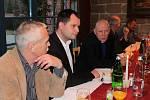 Setkání zakladatelů Občanského fóra a nejaktivnějších účastníků listopadu 1989 v restauraci La Romantica.