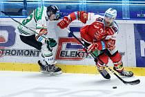 Hokejové utkání čtvrtého čtvrtfinále playoff Tipsport extraligy v ledním hokeji mezi HC Dynamo Pardubice (v červenobílém) a BK Mladá Boleslav (v bílozeleném) v pardudubické Enterie areně.