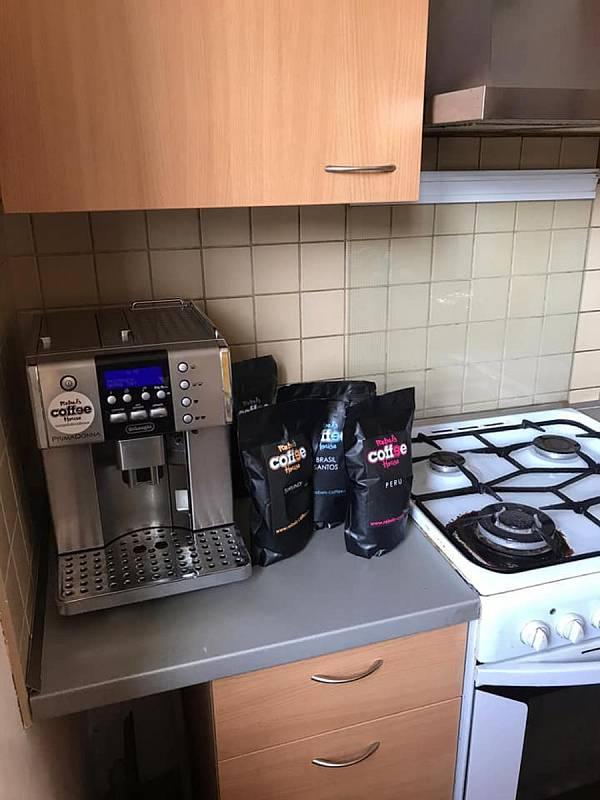 Zapůjčený kávovar a zásoba kávy pro sbor v Kralupech nad Vltavou