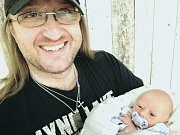 Známý mladoboleslavský zpěvák Luboš Odháněl (47) se stal poprvé otcem. Na začátku ledna se jeho přítelkyni Daniele narodil syn Luboš.