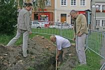 Archeologové vládnou parkem na Starém Městě