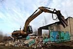 V Milovicích rozhodlo vedení města o demolici objektu, kde pobývali bezdomovci a drogově závislí.