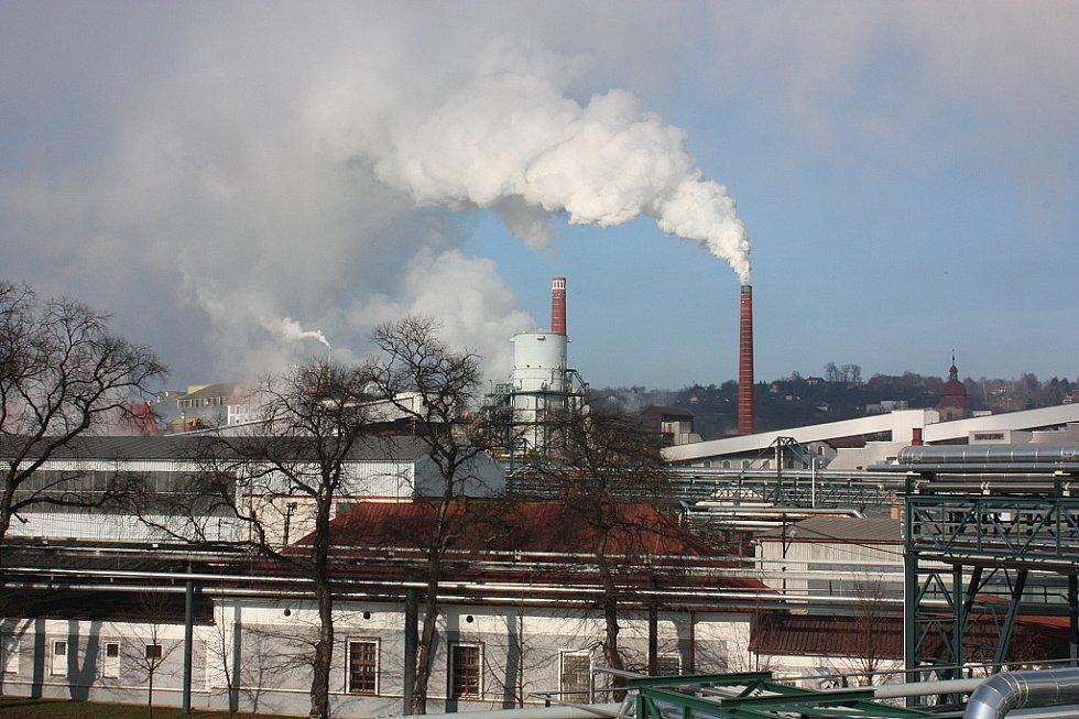 Pohled z horní části lihovaru na cukrovar TTD v Dobrovici.