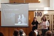 PŘÍBĚHY NAŠICH SOUSEDŮ, to je projekt, díky němuž si současné děti prostřednictvím příběhů konkrétních lidí připomínají nedávnou historii. Letos se do něj zapojilo 67 žáků, kteří připomněli životy čtrnácti Boleslaváků.