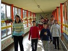 Děti na základní škole v Bezně