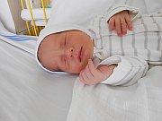 Martínek Lang se narodil 3. dubna mamince Ivě a tatínkovi Martinovi. Vážil 2,82 kg a měřil 47 cm. Doma ve Lhotici se na něho už těší sourozenci Marie, Václav, Jiří a Tomáš.