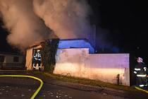 V Horkách nad Jizerou byla požárem zničena celá garáž.