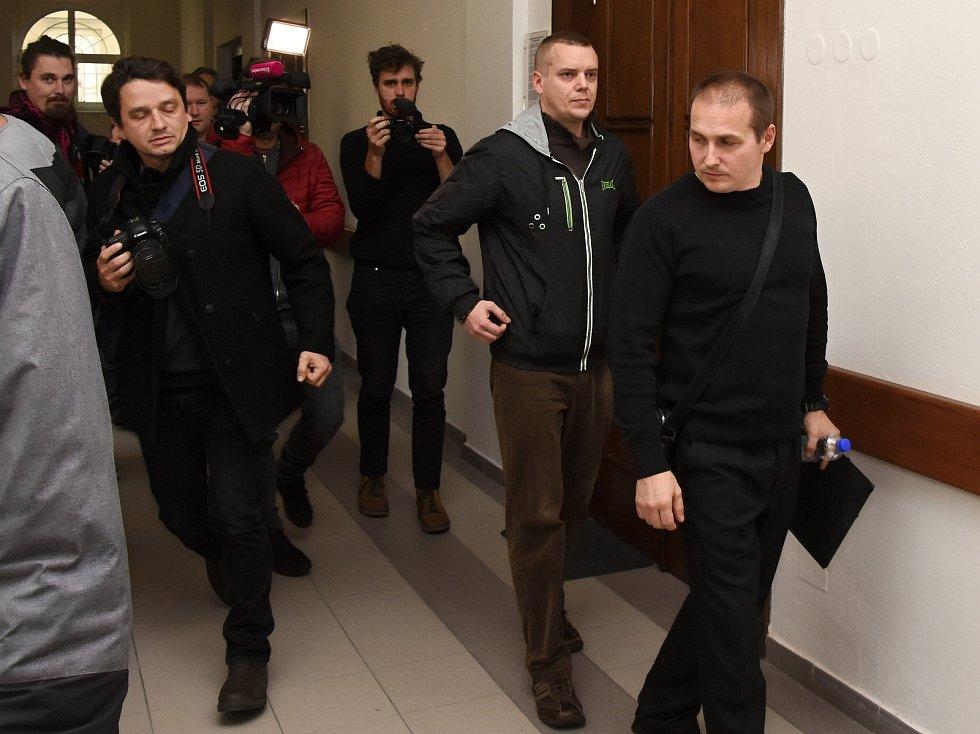 Z údajných útoků na bezdomovce se od čtvrtka zpovídají před Okresním soudem v Mladé Boleslavi strážníci místní městské policie. Oba vinu odmítají.