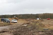 Ve středu 22. února proběhlo na staveništi naproti kopci Homolka jednání mezi starostkou Brodců, Policií ČR, Krajskou správou a údržbou silnic a firmou, která průmyslový areál buduje.