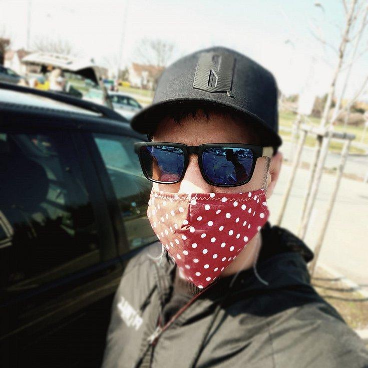 """DANIEL BRUNCLÍK, kutnohorský zápasník MMA: """"Byl jsem ve středu nakupovat a musím říct, že 99 procent lidí bylo zodpovědných a něco si přes pusu dali. A od čtvrtka už je to povinně."""""""