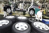 Kmenoví zaměstnanci Škody Auto nemusejí mít strach o práci. Ilustrační foto.