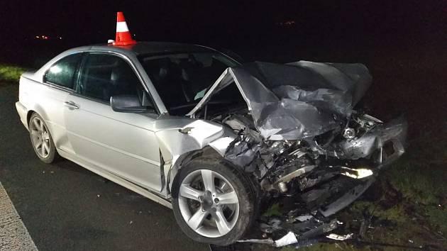 Vážná nehoda tří aut uzavřela silnici mezi Židněvsí a Sukorady.
