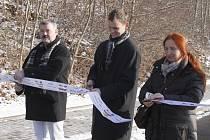 Silnice spojující Hrdlořezy s Debří je otevřená